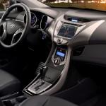 Hyundai_elantra_coupe_2013_int1